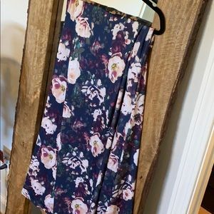 Lularoe 2x long floral maxi skirt. Unicorn!!